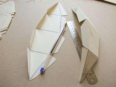 Le Paper Globe — a DIY paper terrestrial globe Sliceform, Kids Studio, Diy Origami, Paper Toys, Paper Decorations, Diy Paper, Balloons, Air Balloon, Activities For Kids