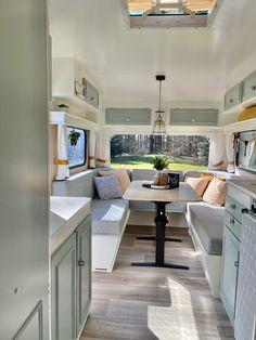 Caravan Renovation Diy, Caravan Interior Makeover, Diy Caravan, Caravan Living, Caravan Home, Kombi Home, Camper Caravan, Campervan Interior, Caravan Vintage