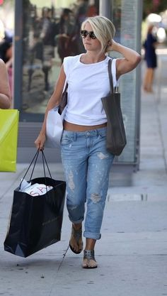 Julianne Hough - Julianne Hough Shops with Her Mom