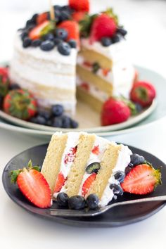 Vegan Vanilla Naked Cake with Berries Coconut frosting of July Dear Kitchen Healthy Vegan Dessert, Coconut Dessert, Cake Vegan, Vegan Dessert Recipes, Vegan Treats, Vegan Foods, Coconut Frosting, Cake Recipes, Cooking Recipes