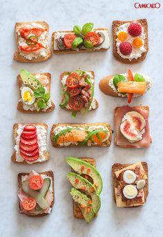 Vai receber uns amigos em casa? Aposte nos pequenos sanduíches abertos servidos em uma tábua de frios. Rápido, prático e saboroso.
