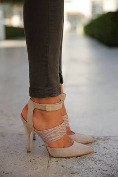 Pointy! #heels #shoes #pointy #nude