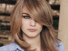 idées coiffures pour cheveux mi longs, un chataîn très clair