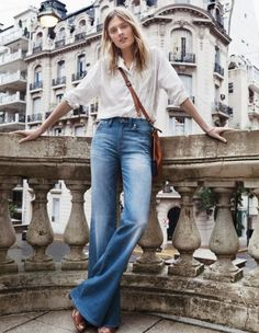 uniform   easy white button-down, flare jeans and a crossbody bag Frühlings  Typ cd95759d45