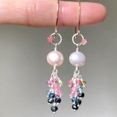 Pearl Jewelry, Wire Jewelry, Jewelry Crafts, Beaded Jewelry, Jewelery, Bead Earrings, Gemstone Earrings, Cluster Earrings, Homemade Jewelry