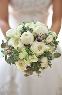 neutral winter wedding bouquet ideas