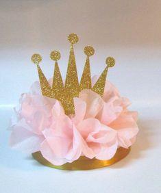 Distintivos - flor rosa y corona de glitter http://www.babyshowerinfo.com/themes/girls/pink-and-gold-baby-shower-theme/ - Pink and Gold Baby Shower Theme