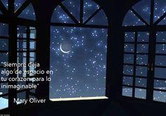 Aunque Mary Oliver conecte a través de sus poesías con el asombro, esta frase también es una invitación a esperar intencionalmente lo que uno no imagina, ya sea de las circunstancias, de uno mismo,...
