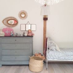 A simple and sweet #vintage inspired girls room