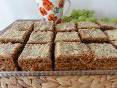 Mrkvový koláč s ořechy   recept. Koláč z těsta, do kterého je přidaná strouhaná mrkev, vydrží dlouho vláčný a má