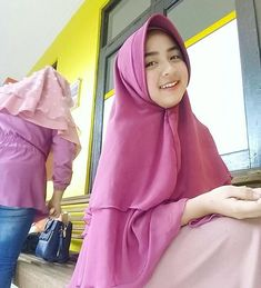 "Bella Rizky di Instagram ""Kau harus tegaskan pada mereka yang terbiasa mencibirmu, bahwa jomblo bukan berarti sok suci, jomblo itu sikap diri untuk taat pada Allah…"" Hijab Fashion, Fashion Outfits, Womens Fashion, Hijab Niqab, Islamic Girl, Hijab Dress, Girl Hijab, Muslim Women, Beautiful Asian Girls"