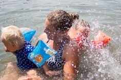 Naar het zwembad met je dreumes. 8 Tips!
