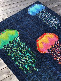 Ocean Quilt, Beach Quilt, Patchwork Quilt Patterns, Beginner Quilt Patterns, Patchwork Bags, Sewing Patterns, Fish Quilt Pattern, Crazy Patchwork, Sewing Stitches