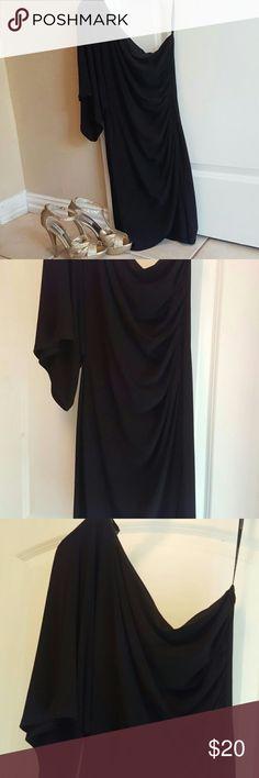 Gorgeous  black cocktail dress One shoulder Bisou  Bisou mini dress Mid  sleeve in other side  Brand new / never worn Bisou Bisou Dresses One Shoulder