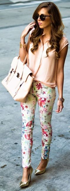 Amazing 34 Best Spring Work Outfits with a Floral Top https://outfitmad.com/2018/04/01/34-best-spring-work-outfits-with-a-floral-top/