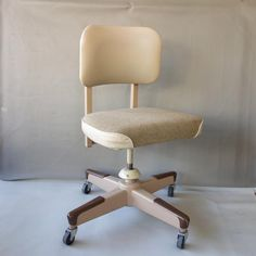 This is a great industrial tanker office chair on wheels by United Chair Co. Add this beautiful mid century chair to your office or home. It is sturdy, good looking, comfortable and might not ever wear out! It has wonderful oatmeal beige, wool tweed upholstery which is in excellent vintage condition. The backrest is beige vinyl. There is a small tear on the bottom edge of the seat. Mid Century Chair, Mid Century Furniture, Tanker Desk, Industrial House, Desk Chair, Vintage Home Decor, Upholstery, Tweed, Oatmeal