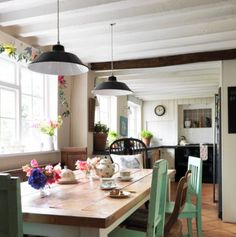 Farmhouse Interior Decorating | Different kitchen interior décors that we love