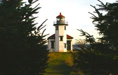Point Robinson   Vashon Park District   Vashon, WA. E side of Maury Island (connected to Vashon via an isthmus) lighthouse & 10 acre park. Tours Sunday's May- mid September. Kite day in May.