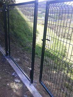 Cerramiento panel hércules con puerta de acceso a la parcela privada en #Gipuzkoa