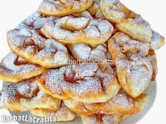 Gogosi din iaurt (Minciunele) No Cook Desserts, Sweets Recipes, Indian Food Recipes, Cake Recipes, Cooking Recipes, Romanian Desserts, Romanian Food, Romanian Recipes, Delicious Deserts