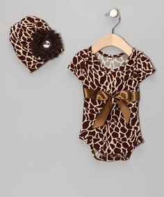 The giraffe print and shiny flowers make this stylish set perfect for a maven in the making! Fashionable and functional, the beanie is a perfect topper for a chilly stroll, while the snap-button bottoms on the bodysuit make changing a cinch!