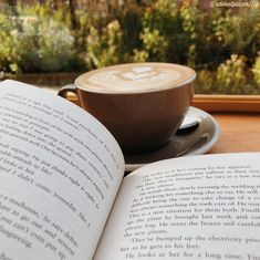 Lovers Art, Book Lovers, Coffee Shot, Coffee And Books, Book Aesthetic, Just Smile, Book Photography, Bibliophile, Bookstagram