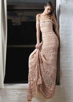 Julia Ramsey, perteneciente a la escena artística de Brooklyn, es la creadora, diseñadora y artista textil responsable de la firmaJulia Ramsey Knitwear. Ha sido aprendiz deKaffe Fasset en Londres...