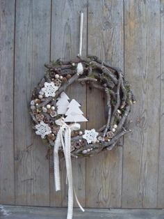 Use materials from nature to make one of these 8 models of Christmas wreaths! - Crafts - Tips and Crafts - Berthe Nic. - Use materials from nature to make one of these 8 models of Christmas wreaths! – Crafts – Tips a - Christmas Makes, Noel Christmas, Rustic Christmas, Winter Christmas, All Things Christmas, Beautiful Christmas, Christmas Crafts, Christmas Ornaments, Diy Wreath