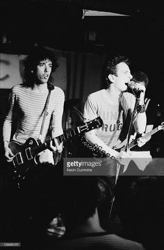 <a gi-track='captionPersonalityLinkClicked' href=/galleries/search?phrase=Mick+Jones+-+Musician+-+The+Clash&family=editorial&specificpeople=212985 ng-click='$event.stopPropagation()'>Mick Jones</a> (left) and <a gi-track='captionPersonalityLinkClicked' href=/galleries/search?phrase=Joe+Strummer&family=editorial&specificpeople=226957 ng-click='$event.stopPropagation()'>Joe Strummer</a> (1952 – 2002) performing with English punk group The Clash at Rafters, Manchester, 3rd July 1978. Bassist…