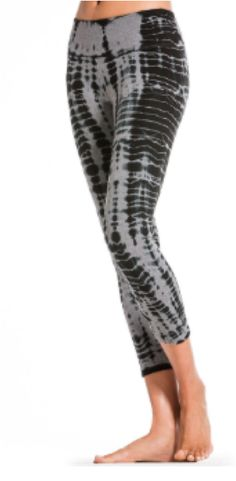 We love all Hard Tail tie dyes and washes.  This classic charcoal gray lizard wash is easy and fun to wear.  The flat waist panel accentuates the positive with a skinny capri leg.  Wear this as your go to fitness bottoms or style them with your chunky sweater layered with Hard Tail cami and favorite high moto boots.  Find them in Hard Tail's classic flare as well.