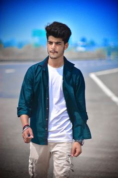 Studio Background Images, Background Images For Editing, App Background, Photo Poses For Boy, Boy Poses, Portrait Photography Poses, Photography Poses For Men, Male Model Photos, Best Poses For Men