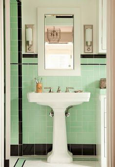 Tile color and pattern | retro bathroom