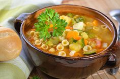 How to Make Minestrone Soup - Foodplanet Sopa Minestrone, Pasta Tomate, Zucchini, Gourmet Recipes, Healthy Recipes, Small Pasta, Homemade Soup, Roasted Turkey, Meals For One