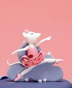 Topper.  Debbie Brown Fondant Cupcake Toppers, Cupcake Cookies, Debbie Brown, Cupcake Tutorial, Ballerina Cakes, House Mouse, Clay Design, First Birthday Cakes, Sculpture Clay