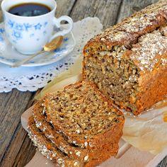 Filmjölkslimpa med morötter  Brödet behöver inte jäsa och är fullt av nyttiga fibrer och frön. Keto Holiday, Holiday Recipes, Our Daily Bread, Healthy Baking, Healthy Meals, Bread Baking, Banana Bread, Vegetarian Recipes, Bakery