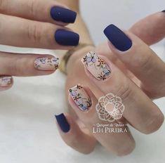 nails - De 0 a que nota essas unhas merecem ❤️ 📸 sjc 🔽🔽 🔽🔽 unhasluxo unhasdegel unhasdediva unhasperfeitas unhadasemana unhasdelicadas unhasbemfeitas unhasdasemana esmaltedasemana Gold Gel Nails, Wow Nails, Bling Nails, Stylish Nails, Trendy Nails, Romantic Nails, Yellow Nail Art, Nailart, Purple Nail Designs