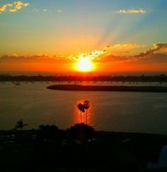 Hot days and gorgeous sunsets. Just two of the things we love about #SanDiego!