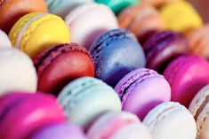 Macarons are a delicious gluten free treat. And these simple tips will have anyone making patisserie-perfect macarons in no time! Scroll down for our favourite recipes, our best baking tricks as well as some great video tutorials. French Macaroons, Cupcakes, Pastry Shop, Big Meals, Food Trends, Sweet Tooth, Sweet Treats, Yummy Treats, French Food