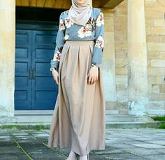 Outfit Hijab 2018 5 Of The Sweetest Hijab Styles For Summer 2018 / 2019 Hijab Fashion and Chic Style Hijab Fashion Plus de styles hi. Street Hijab Fashion, Arab Fashion, Islamic Fashion, Fashion Mode, Muslim Fashion, Modest Fashion, Skirt Fashion, Fashion Outfits, Classy Fashion