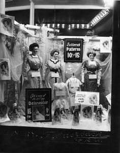 Auerbach's department store window display with mannequins, Edwardian dresses, fashion. Vintage Store Displays, Store Window Displays, Vintage Shops, Display Windows, Retail Displays, Shop Displays, Edwardian Era, Edwardian Fashion, Victorian Era
