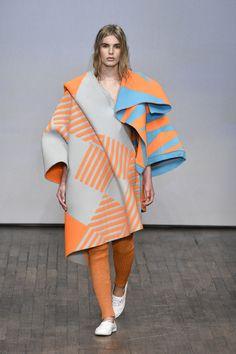 Swedish School of Textiles, University of Borås New Fashion, Runway Fashion, Fashion Art, Fashion Show, Fashion Looks, High Fashion, Fashion Design, Fashion Textiles, Geometric Fashion