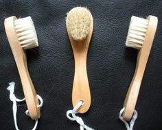 FREE SHIPPING) 3 Touch Me Natural Bristle Wooden Facial Face Complexion Brush (Set of 3)