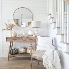 21 Cheap And Easy Fall Entryway Decorating for Your House Entryway Decor Ideas Cheap Decorating Easy Entryway Fall House Decor Room, Living Room Decor, Living Room Table Lamps, Fall Entryway Decor, Front Entry Decor, Interior Design Living Room, Interior Decorating, Fall Decorating, Decoration Entree