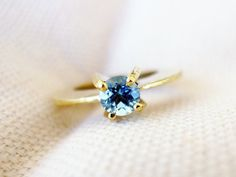 Gorgeous sapphire engagement ring by Noasharon Designs | http://emmalinebride.com/engagement/blue-engagement-rings/