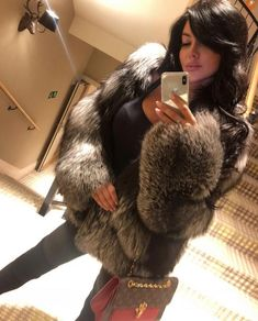 Fox Fur Jacket, Fox Fur Coat, Fur Coats, Fur Fashion, Winter Fashion, Womens Fashion, Chinchilla, Selfie Sexy, Style Guides