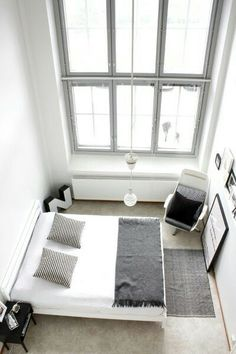 Minimal bedroom// This looks great size wise...my bedroom is just as small.