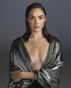 Gal Gadot is one of the absolute most beautiful women to ever live on this planet. We'll dive into her well kept tricks. Welcome to Top Celebrity TV's Top Five Gal Gadot Beauty Secrets. Wonder Woman Film, Gal Gadot Wonder Woman, Beautiful Celebrities, Beautiful Actresses, Beautiful People, Beautiful Women, Gal Gardot, Jolie Photo, Woman Crush