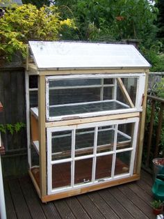 Window Pane Greenhouse: Making A Greenhouse Out Of Old Windows