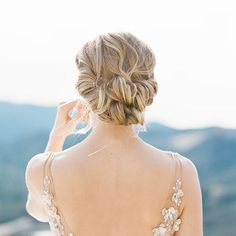 Fine Art Wedding Inspiration   Curated pins by www.voeu-du-coeur.com Bridal Bun, Bridal Hairdo, Bridal Hair And Makeup, Bridal Beauty, Hair Makeup, Bridal Style, Brunette Bride, Blonde Bride, Romantic Hairstyles
