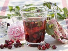 Kirschbowle ist ein Rezept mit frischen Zutaten aus der Kategorie Steinobst. Probieren Sie dieses und weitere Rezepte von EAT SMARTER!